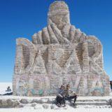 『ウユニ→アタカマ抜けツアー2泊3日』【南米70日目】<1日目>最高のツアーメンバー!!列車の墓場、ウユニ塩湖を堪能して、塩のホテルに泊まったよ。
